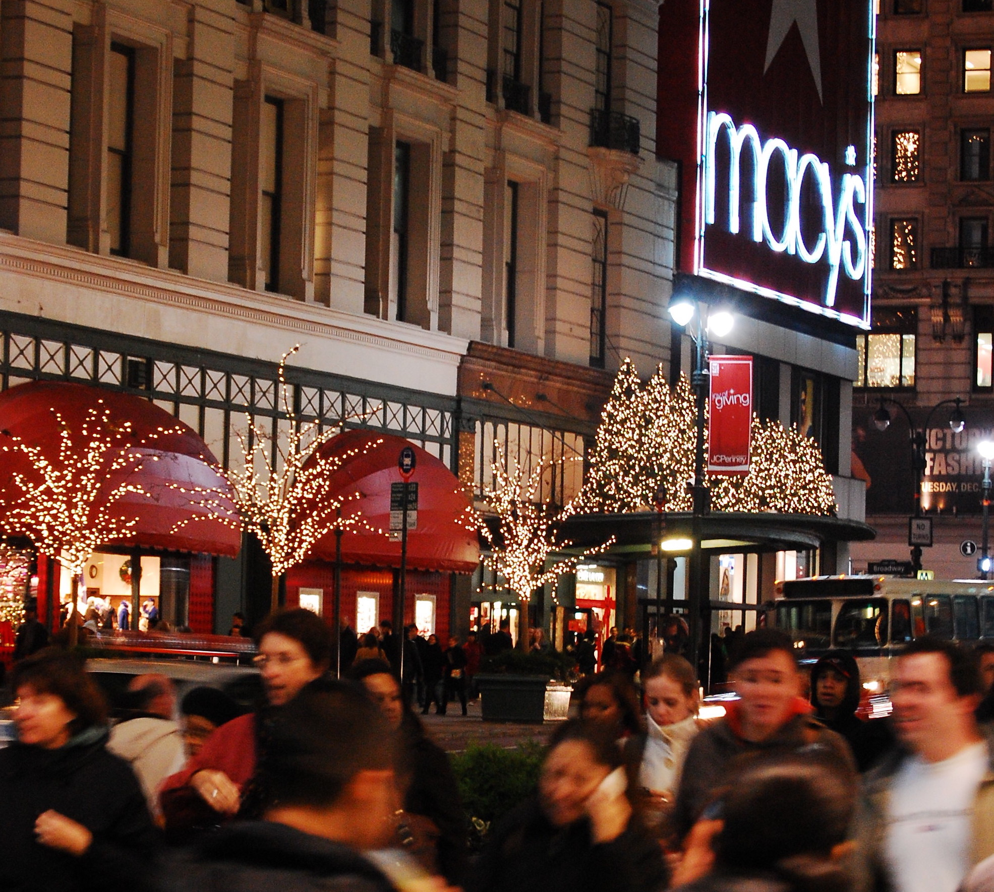 Christmas season is the most dangerous time to walk in NYC. Here\'s why